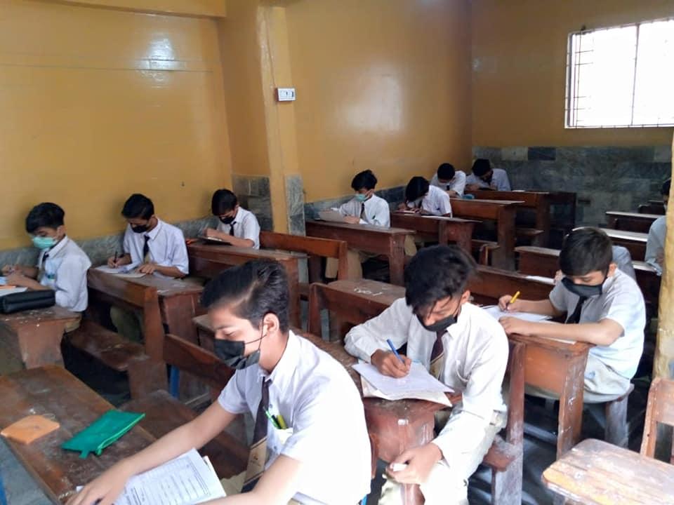 روز ایجوکیشنل سوسائٹی کے تمام اسکولوں میں سالانہ امتحانات تمام ایس او پیس کو مدنظر رکھتے ہوئے لیے جا رہے ہیں۔