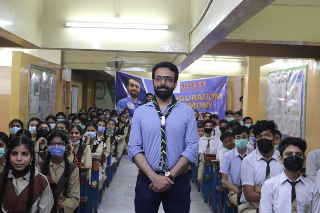 Space Scientist Prof. Dr. Yar Jan (Cambridge University) visited his school White Rose School where he received his early education. The students of the school received a warm welcome while showering flowers.